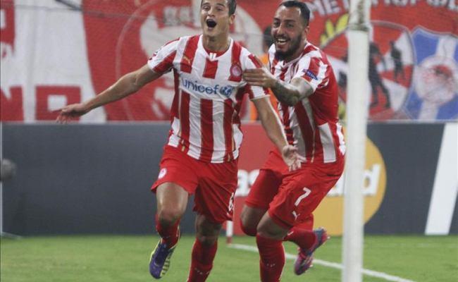 ( Esultanza di Afellay e Mitroglou dopo una rete all'Atletico; l'Olandese ed il nazionale ellenico, pericoli numero uno per i Bianconeri).