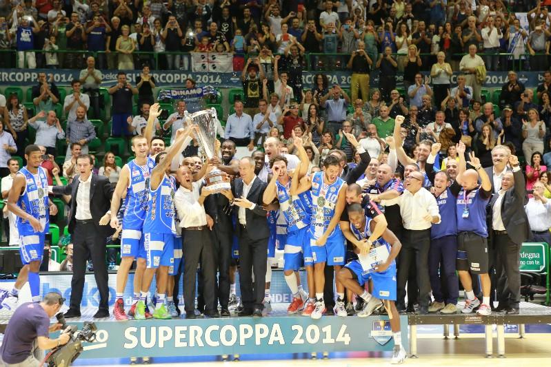 La Dinamo festeggia la conquista del primo trofeo della stagione