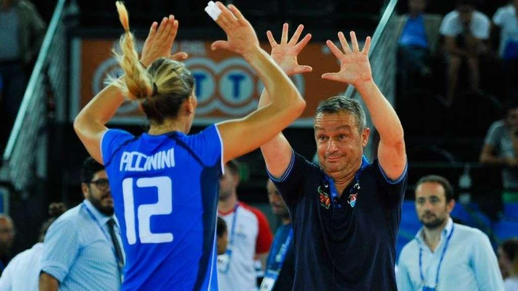 ( Italia del volley rosa a caccia di un set contro la Russia / Raisport 1 ore 19.50).