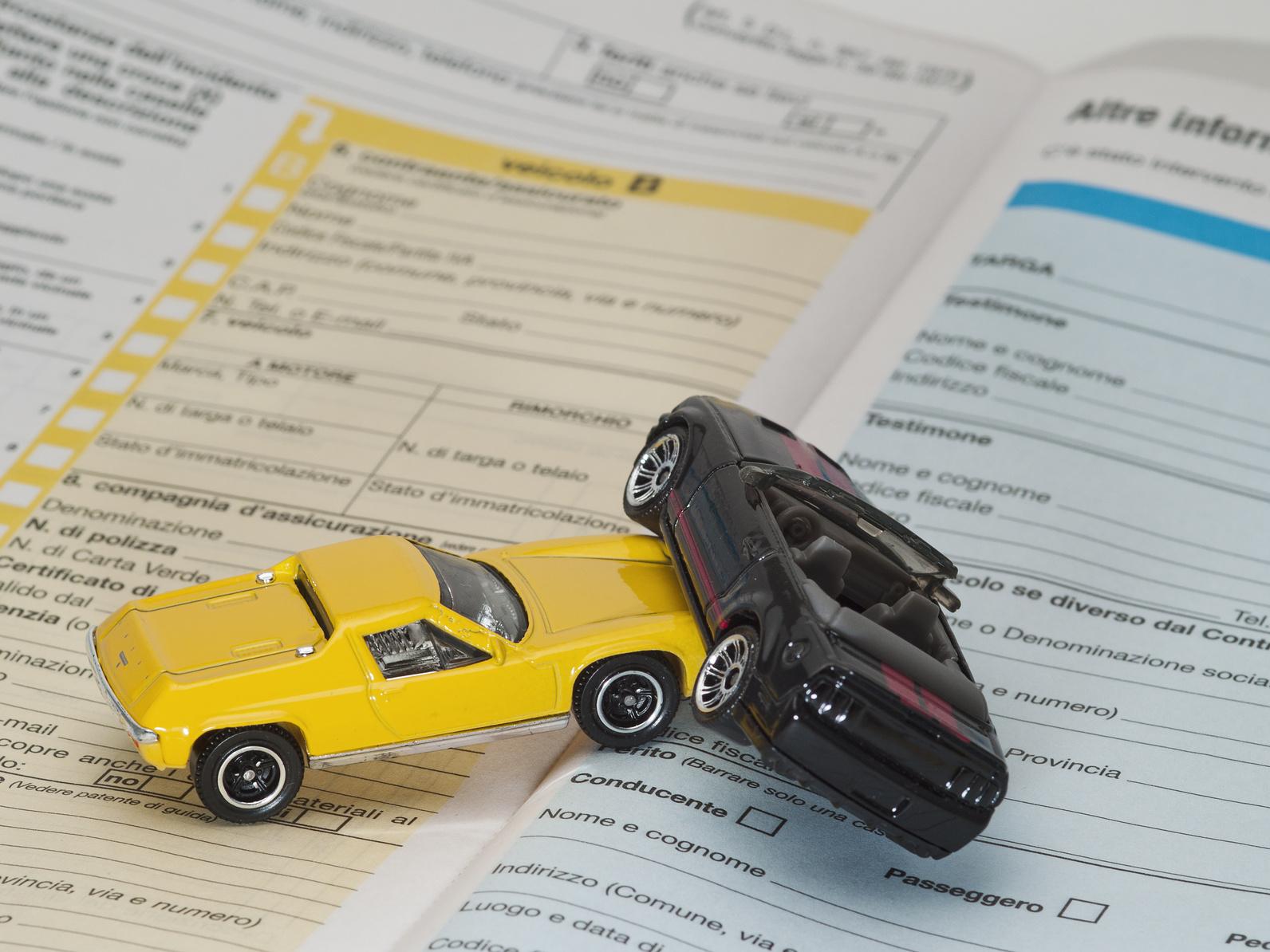 assicurazione auto con telefono