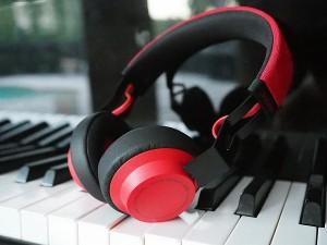 Musica come Dio comanda, 10 cuffie da regalare a Natale-8