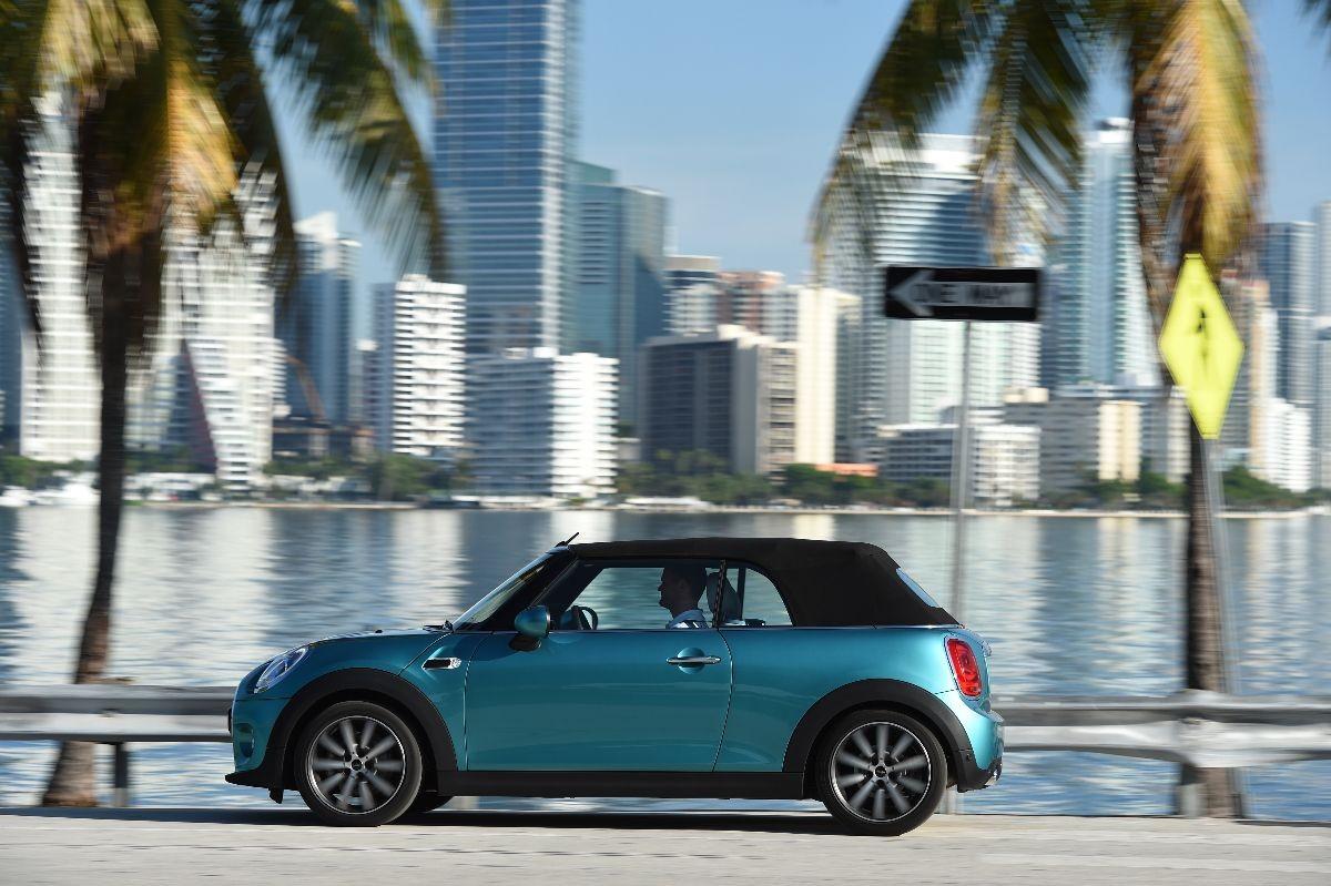 La nuova Mini Cabrio è sempre meno Mini e più accessoriata