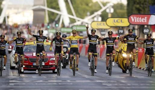Al Tour 2016 trionfa Froome; nell'ultima tappa, guizzo di Greipel
