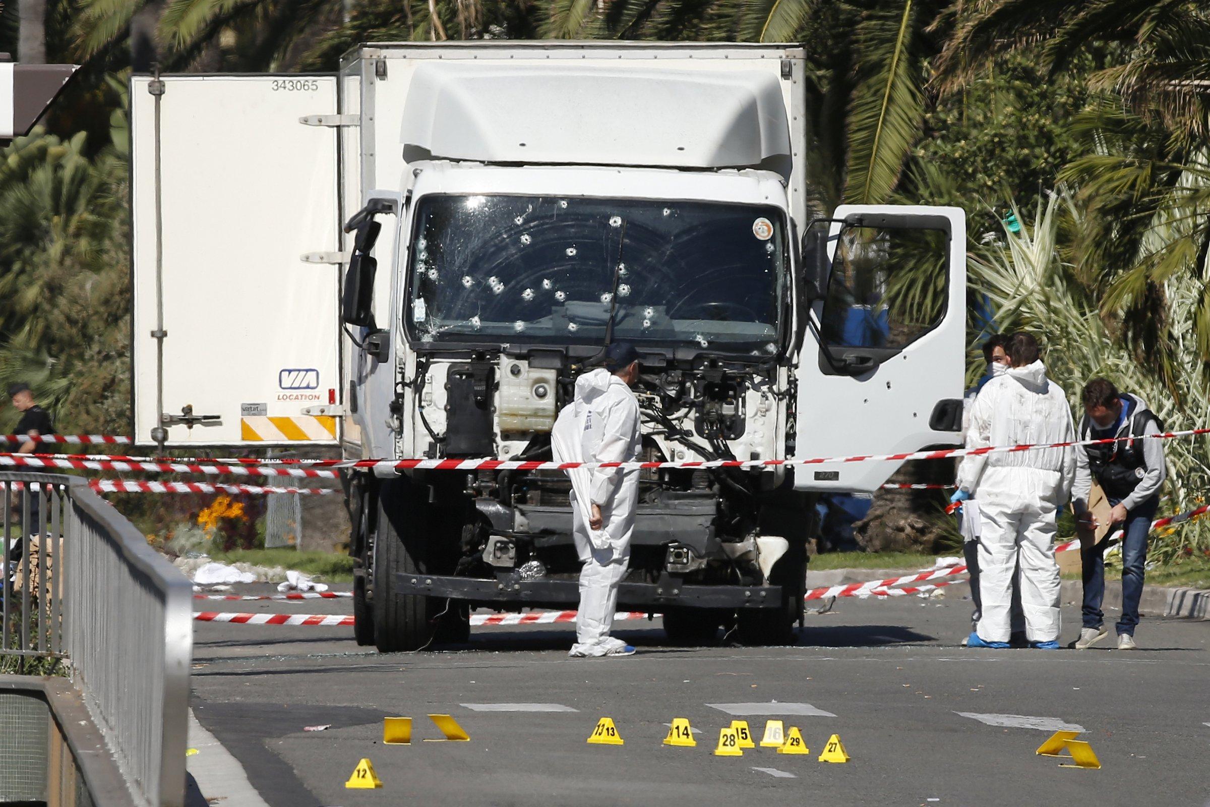 Il camion usato da Mohamed Lahouaiej Bouhlel, Nizza (http://www.befan.it)