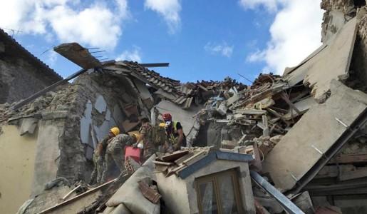 Devastante terremoto nel centro Italia: molti morti e paesi distrutti