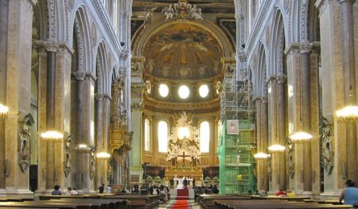Furto al Duomo di Napoli: sottratte le offerte a San Gennaro
