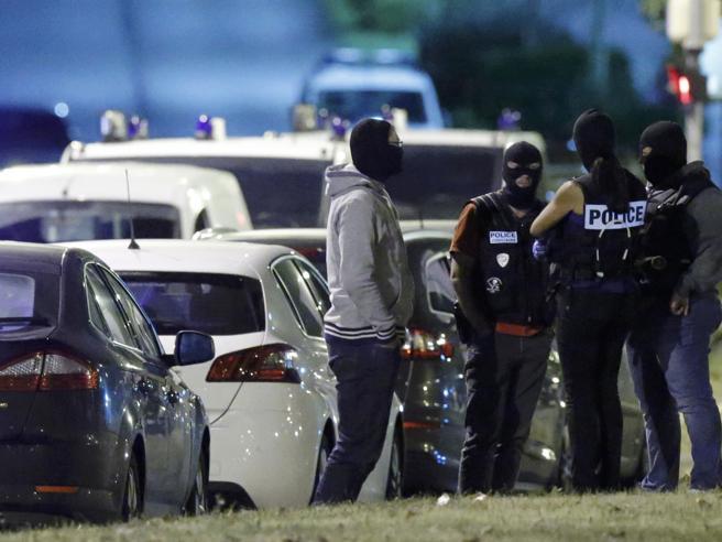 stavano-progettando-un-attacco-a-parigi-arrestate-tre-donne