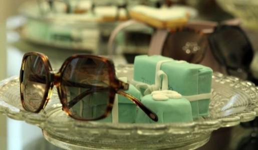 Arrestati dipendenti Luxottica: rubavano e rivendevano occhiali