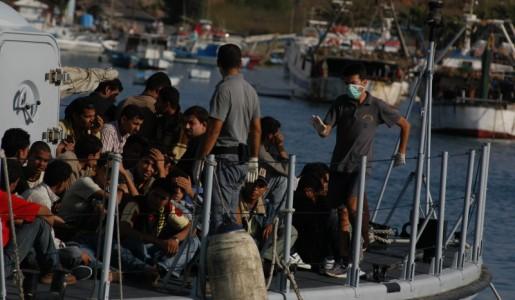 Nuova strage di migranti nelle acque libiche: 97 dispersi nel naufragio di un barcone