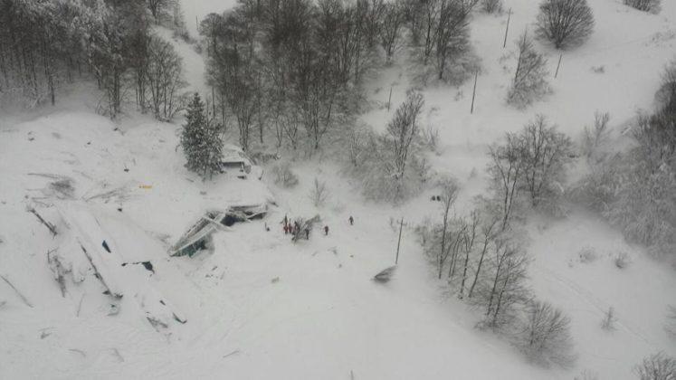 il-terremoto-causa-una-slavina-sul-gran-sasso-dispersi-gli-ospiti-di-un-resort