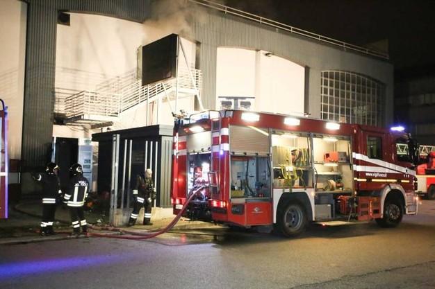 sesto-fiorentino-in-fiamme-un-capannone-occupato-da-immigrati-un-morto-e-due-feriti