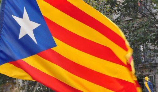 Caos in Spagna, la Catalogna è in fibrillazione: dopo gli arresti, notte di tensioni e proteste a Barcellona