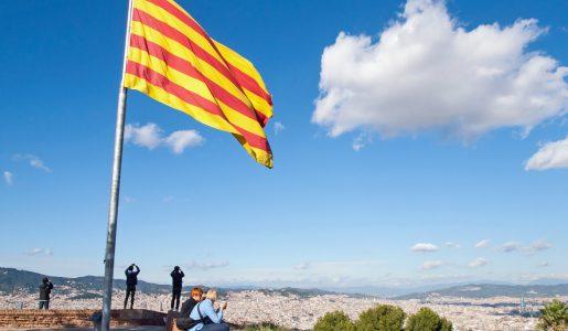 Catalogna, continua il braccio di ferro con Madrid: cosa accadrà allo scadere dell'ultimatum?