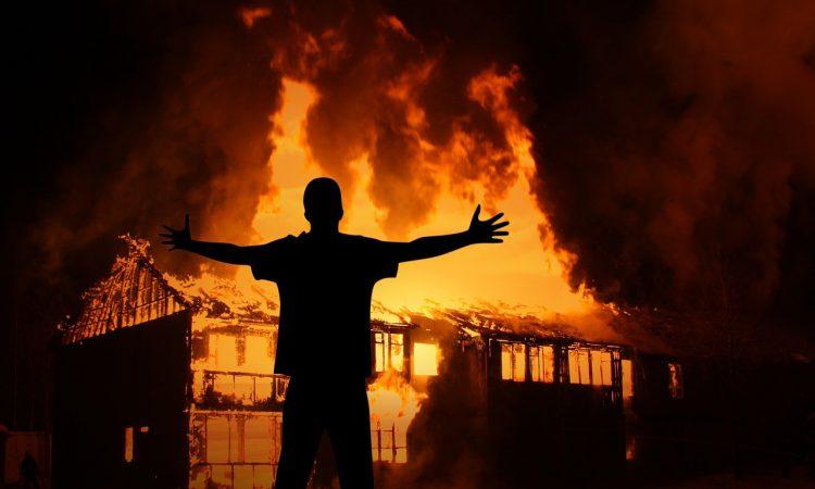 Campo di Moria distrutto da un incendio